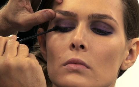 Aprenda a fazer uma maquiagem com os produtos certos para sair bem na foto