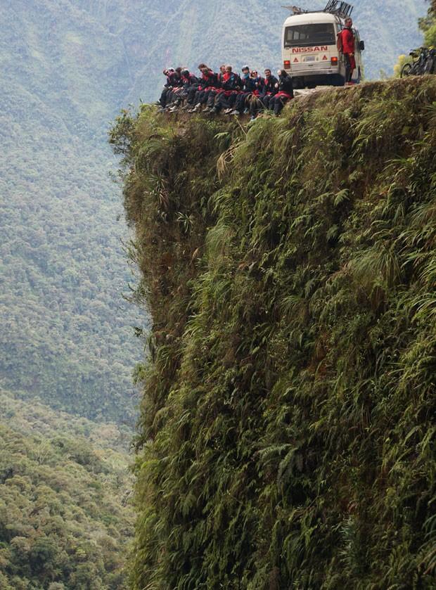 Um dos precipícios da estrada (Foto: GravityBolivia.com/Divulgação)