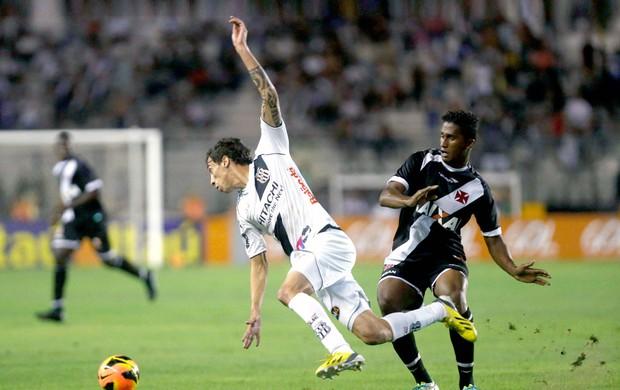 Abuda jogo Vasco contra Ponte Preta (Foto: Guito Moreto / Agência O Globo)