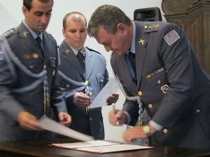 Coordenador da Defesa Civil Estadual assina convênio para a criação do Ceped (Foto: Rafael Sampaio/G1)
