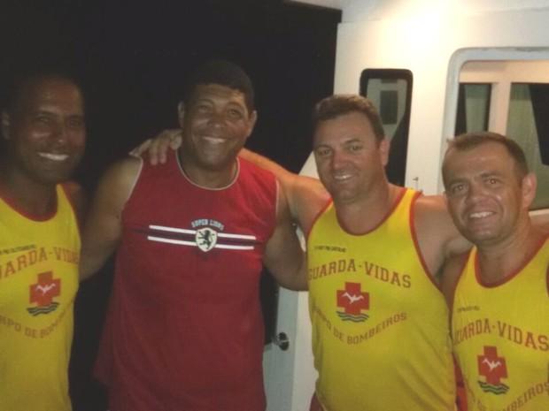 Pastor Valdemiro é resgatado em barco à deriva em Ilhabela, SP (Foto: Divulgação/Corpo de Bombeiros)