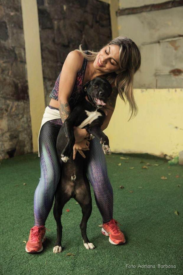 A ex-BBB criou um projeto para cuidar de animais abandonados em São Paulo (Foto: Divulgação / Adriana Barbosa)