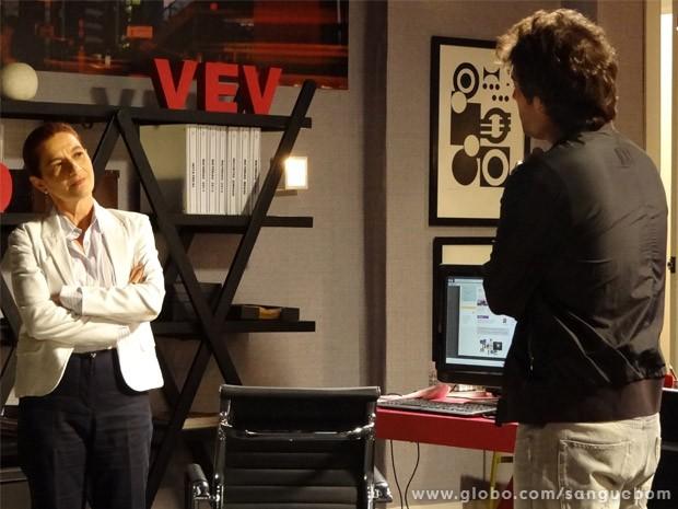 Sueli recebe a notícia de que namoro de Malu e Bento é fake (Foto: Sangue Bom/ TV Globo)