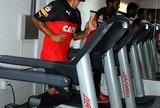 Em dia chuvoso, Vitória treina na academia; Diego Renan é incorporado