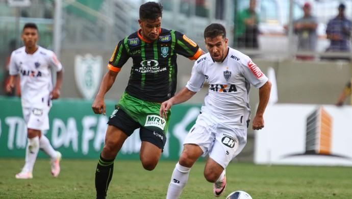 Rafael Bastos, Leandro Donizete, América-MG, Atlético-MG (Foto: Bruno Cantini)