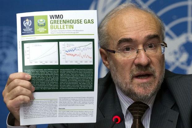O secretário-geral da OMM, Michel Jarraud, apresenta o boletim anual da Organização Meteorológica Mundial (OMM) sobre os gases do efeito estufa na atmosfera (Foto: Salvatore Di Nolfi/AP/Keystone)