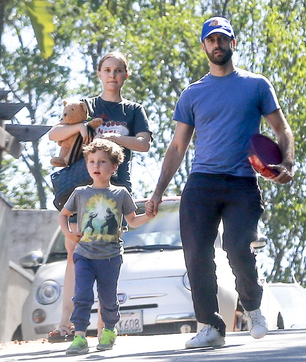Natalie Portman e família (Foto: The Grosby Group)