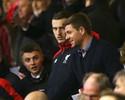 Sob olhares de Gerrard, Liverpool vence sem Coutinho e pula para sexto