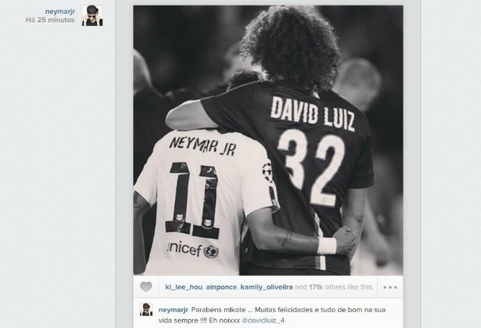 Neymar parabeniza David Luiz