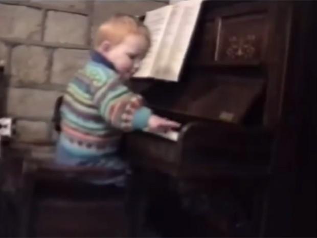 Ed Sheeran pequenininho já mostrava interesse pela música (Foto: Reprodução)