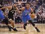 Westbrook se aproxima de recordes com direito a um passe sensacional