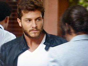 Leonardo discute feio com Enrico  (Foto: TV Globo)