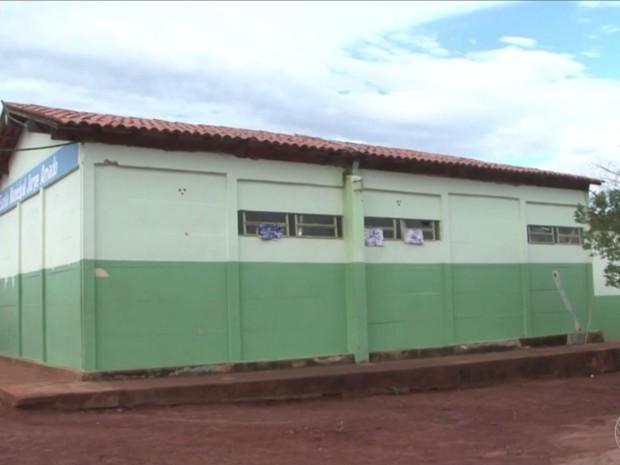 Assaltantes invadem escola após serrarem grade e fogem com merenda (Foto: Reprodução/Sudoeste)