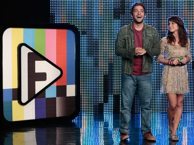 Manu e Davi lançam o desafio 1 do Filma-e! (Foto: Parker TV)
