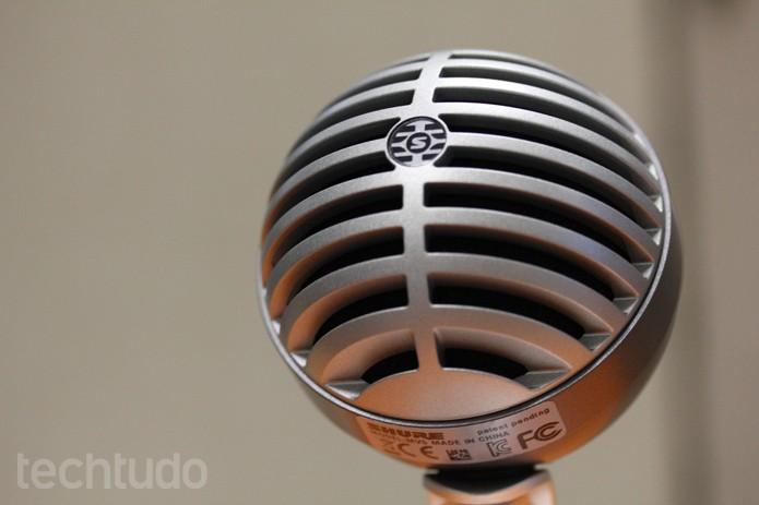 Shure MOTIV MV5 tem design vintage e é um microfone de mesa ideal para podcasts (Foto: Melissa Cruz / TechTudo)