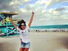 De saia curtinha, Ticiane Pinheiro celebra a chegada de 2013 em Miami