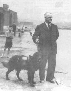 Foto (Foto: O cachorro Swansea Jack e seu dono William Thomas - Reprodução da internet)