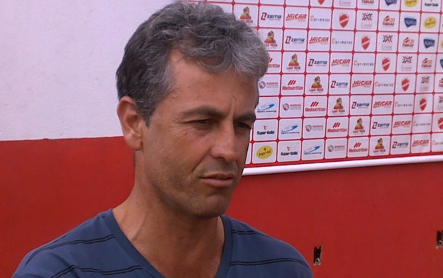 Robélio Cavalinho, auxiliar do Vila Nova (Foto: Fernando Vasconcelos/GLOBOESPORTE.COM)