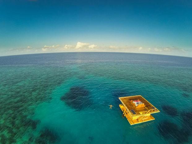 O quarto submarino do Manta Resort, na Tanzânia (Foto: Jesper Anhede/Genberg Art UW Ltd/Divulgação)