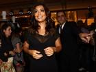 Juliana Paes aposta em vestido decotado para prestigiar evento