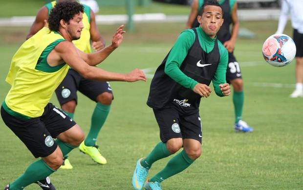 Rafinha e Arthur disputam bola no treino do Coritiba (Foto: Divulgação / Facebook Coritiba)