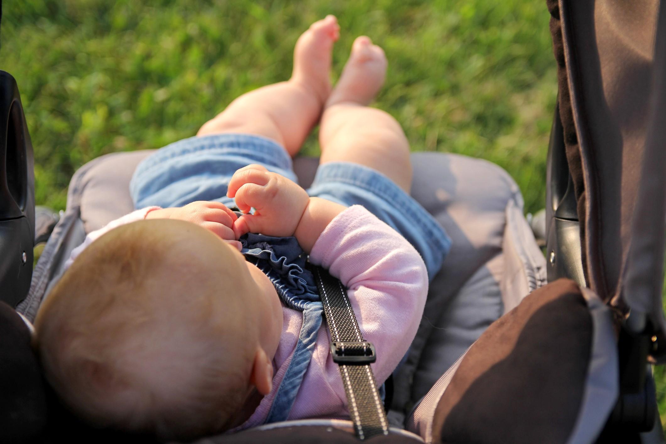 2 meses é o tempo médio que os pais esperam para passear com o bebê (Foto: Thinkstock)
