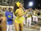 Juliana Alves arrasa em decote para ensaio técnico na Sapucaí