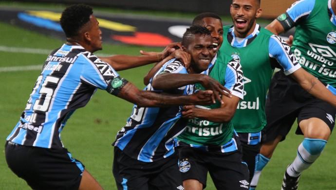 Bolanos gol Grêmio x Atlético-MG (Foto: Agência Estado)