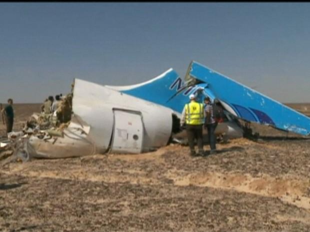 Companhia russa diz que avião sofreu impacto 'mecânico ou físico' (Gnews) (Foto: Reprodução GloboNews)