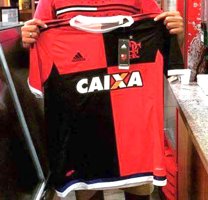Nova terceira camisa do Flamengo vaza na internet
