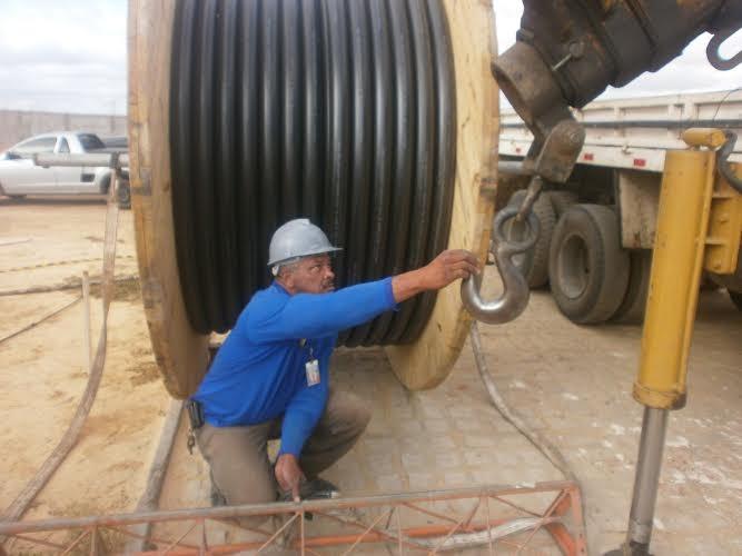 Paulão trabalhou na construção da torre de transmissão da TV Grande Rio (Foto: Arquivo Pessoal)