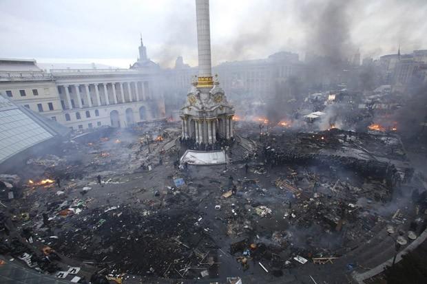 Imagem original do depois foi feita pela fotógrafa Olga Yakimovich durante confronto nesta quarta-feira (19) (Foto: Olga Yakimovich/Reuters)