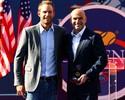 Apresentado por Roddick, Agassi entra para Quadra dos Campeões
