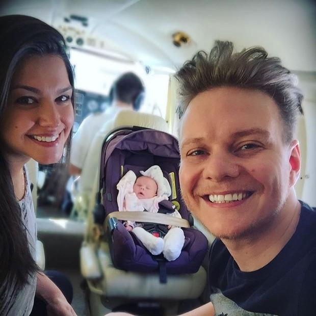 Michel Teló e Thais Fersoza com a filha, Melinda (Foto: Instagram / Reprodução)