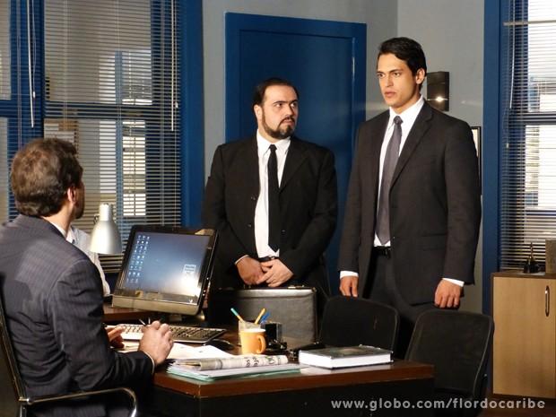 Em seu depoimento, Hélio assume a autoria do sequestro de Samuel (Foto: Flor do Caribe\TV Globo)