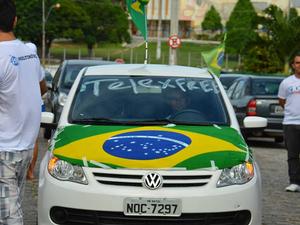 Divulgadores de empresas MMN fizeram carreata em Natal (Foto: Marcelo Barbosa)