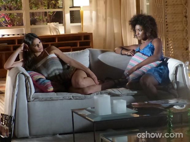 Luiza diz a Alice que quer casar o quanto antes (Foto: Em Família/TV Globo)