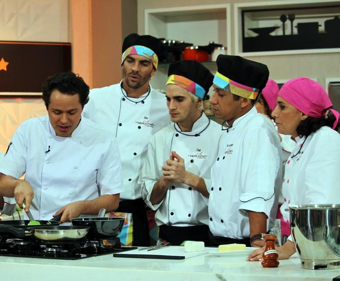 Chef Raphael Despirite com os participantes do reality do 'Mais Você' (Foto: Carolina Morgado/Gshow)