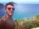 Lucas Lucco rebate críticas recebidas por veias saltadas: 'Não ligo'