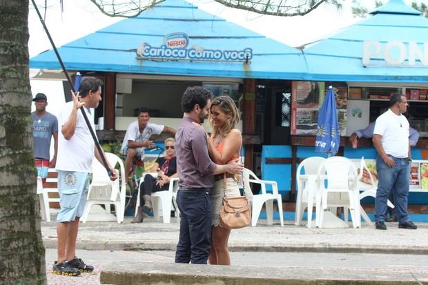 Gravação de Salve Jorge com Flávia Alessandra e Caco Ciocler (Foto: Clayton Militão / FotoRionews)