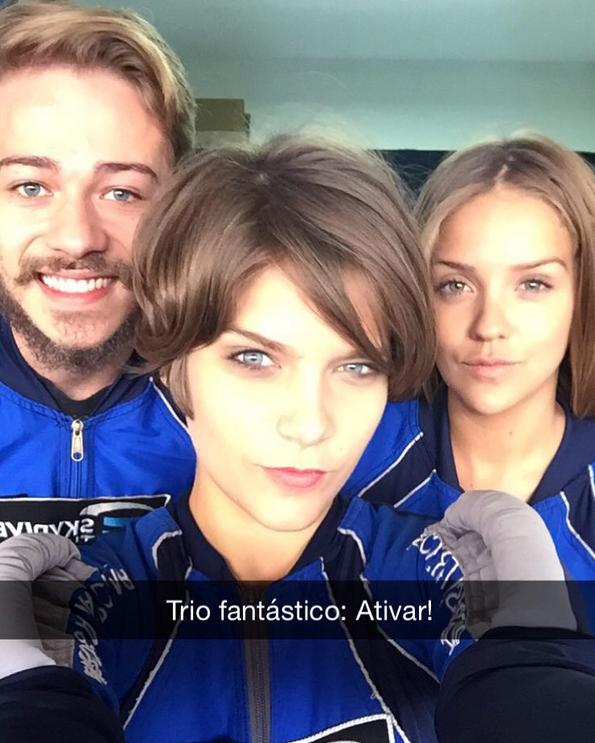 Isabella Santoni e Gabi Lopes com um amigo (Foto: Reprodução/Instagram)