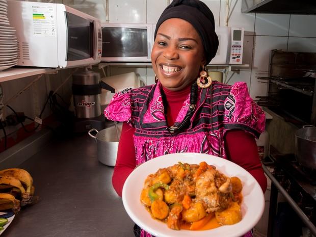 Melanito prepara pratos típicos africanos no centro de São Paulo (Foto: Flavio Moraes/G1)