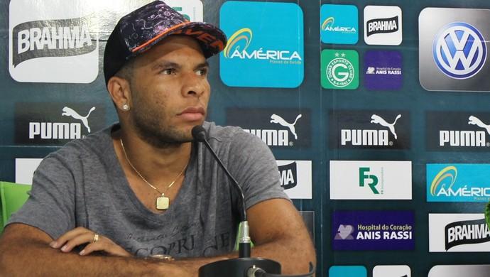 Amaral - volante Goiás (Foto: Fernando Vasconcelos / Globoesporte.com)