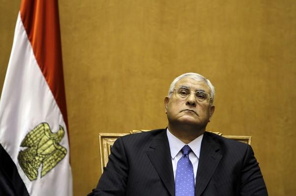 """Novo presidente interino do Egito, Adly Mansour, tomou posse nesta quinta-feira (4) """"temporariamente"""" até que novas eleições presidenciais sejam convocadas no país (Foto: AP Photo/Amr Nabil)"""
