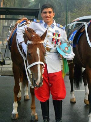 Renan Ferreirinha comandou o colégio a cavalo no Desfile de 7 de Setembro do ano passado (Foto: Arquivo pessoal)