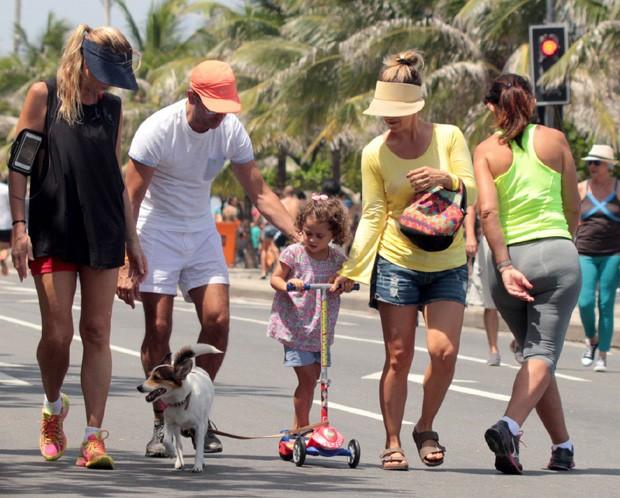 Guilhermina Guinle e família (Foto: Agnews)