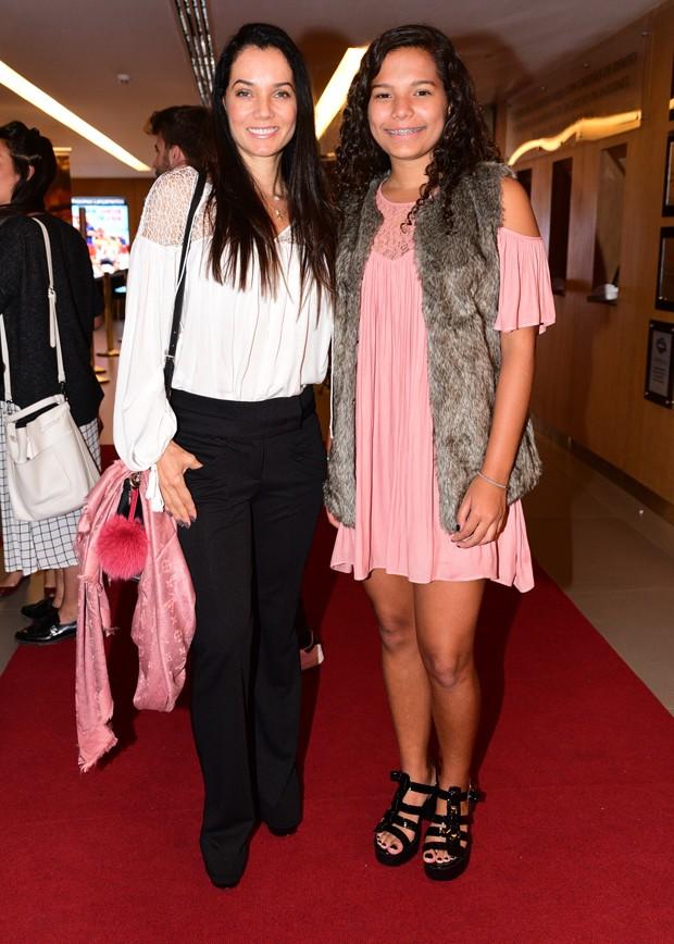 Mônica Carvalho com a filha Yaclara (Foto: Leo Franco/AgNews)