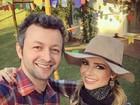 Sandy se veste de caipirinha e posa ao lado do marido, Lucas Lima