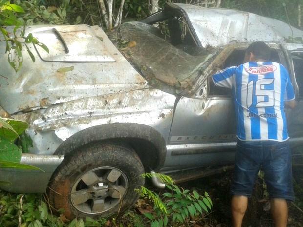Um homem e duas mulheres morreram após carro capotar (Foto: Arquivo Pessoal)