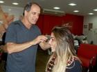 Anamara tem dia de beleza em salão no Rio